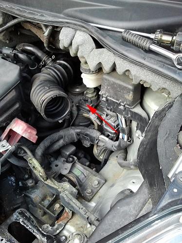 Manutenzione sostituzione filtro carburante corolla for Filtro aria cabina passat 2012