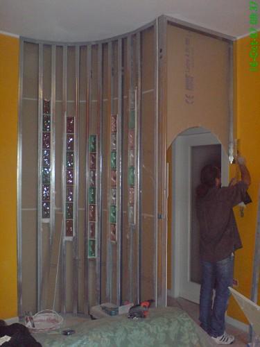 parete curva con decorazione in vetrocemento ; ingresso ad arco 1 1