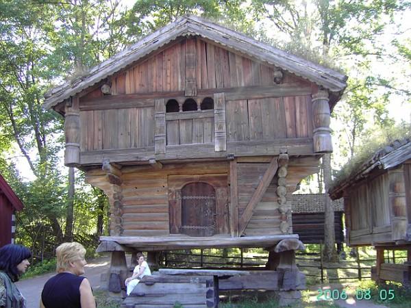 Museo antiche case in legno capitali nordiche for Ristrutturare case antiche