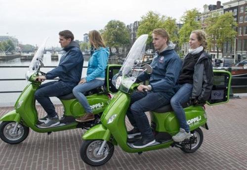 Amsterdam. Scooter elettrici a servizio taxi green